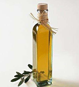 為什么說橄欖油需要裝在專用的橄欖油瓶中?