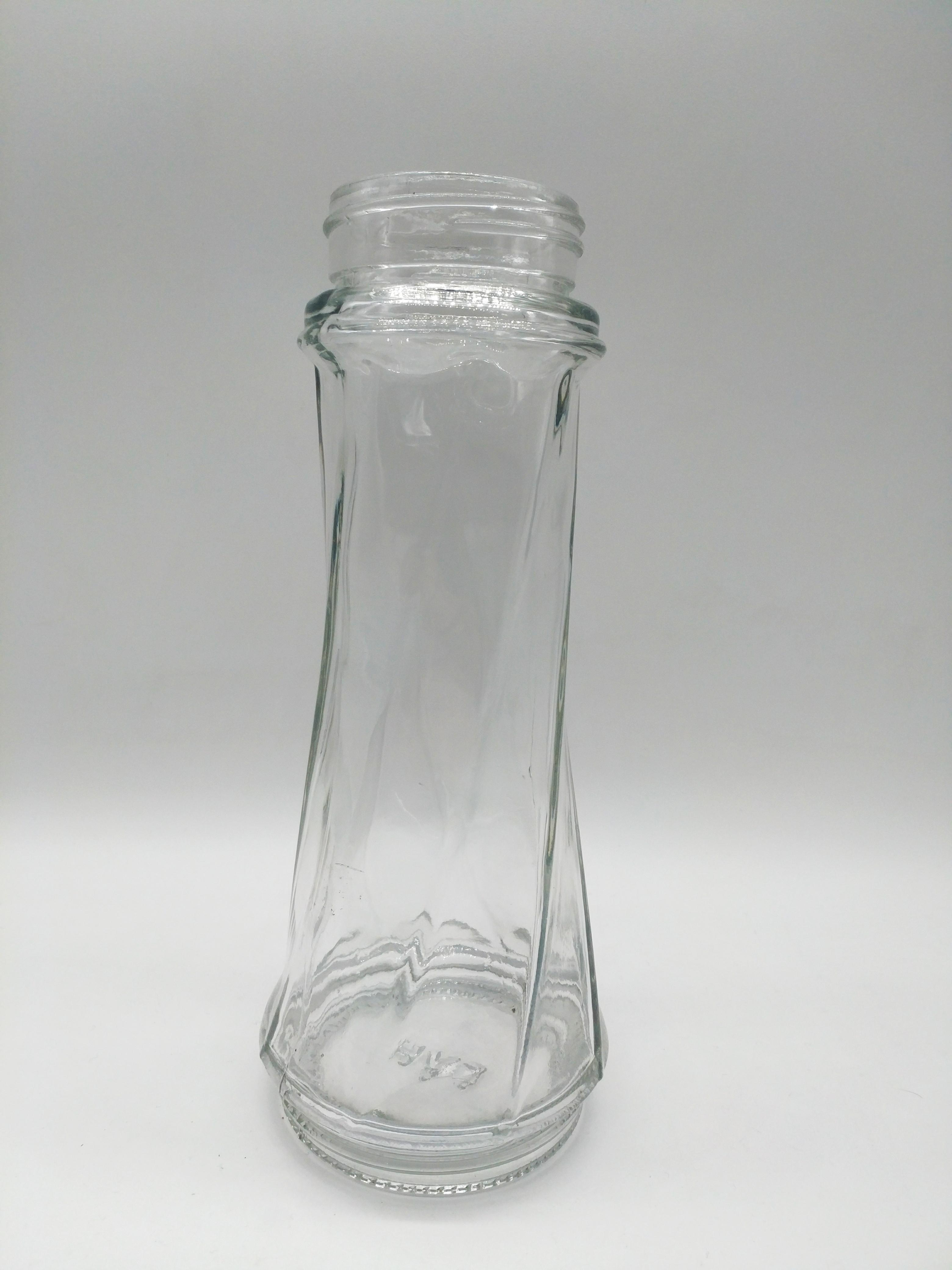 內蓋夫沙漠玻璃廠是世界上最大的玻璃瓶制作工廠